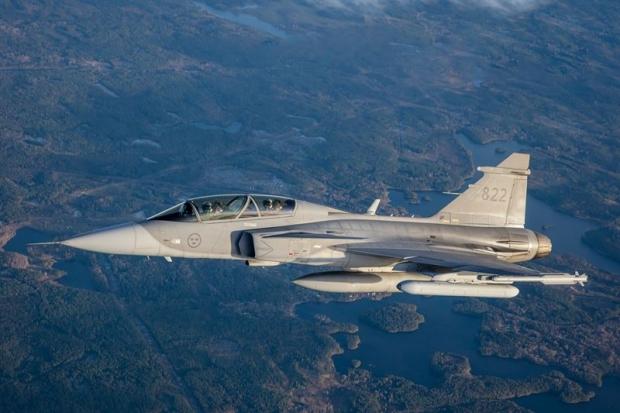 Saab: présentation du futur Gripen - Page 4 _12f345