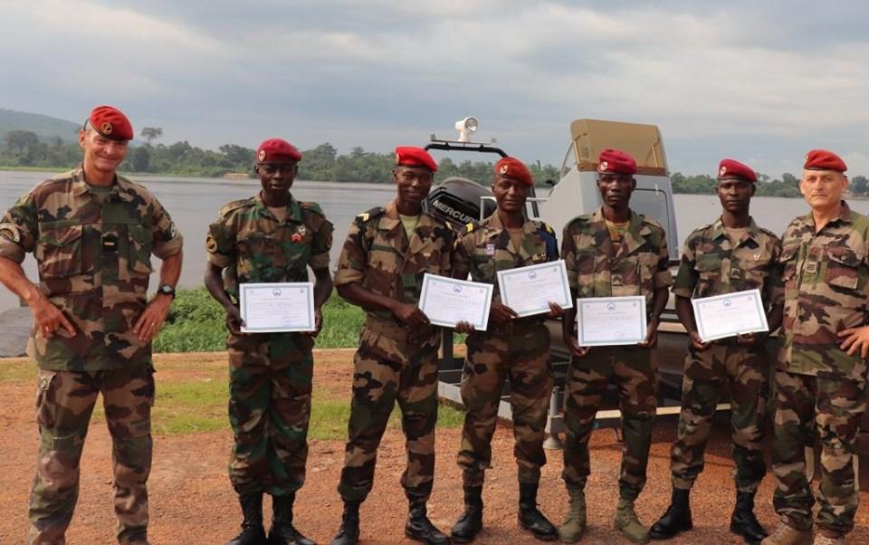 Armées de la République centrafricaine  - Page 9 _12f50