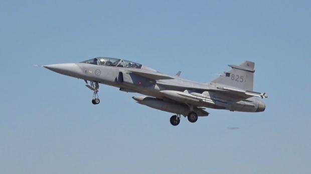 Saab: présentation du futur Gripen - Page 4 _12f5123