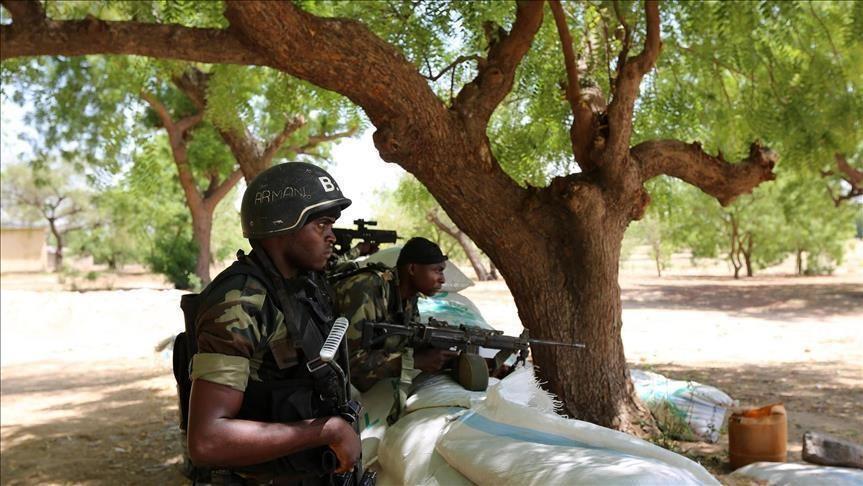 Forces Armées Camerounaises - Page 7 _12f6363