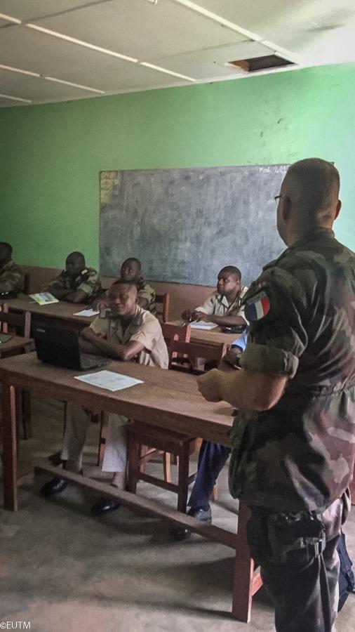 Armées de la République centrafricaine  - Page 10 _12f88