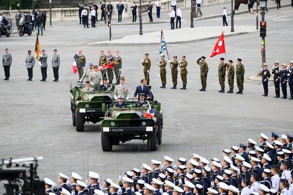 Armée Luxembourgeoise. - Page 4 _12f8j64