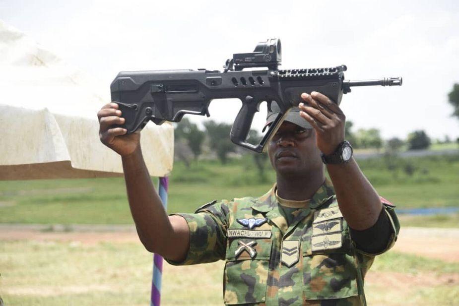 Armée kenyane/Kenyan Armed Forces - Page 5 _12f9j46