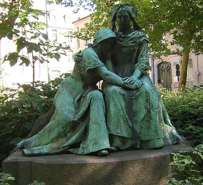 trouvé ces belles statues sur google 659px-11