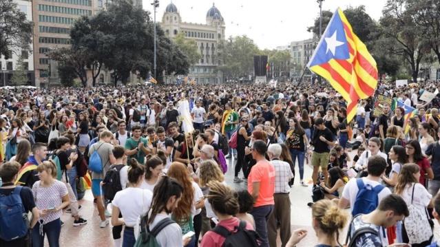 """[Antena 3] Antena 3 Noticias: """"Los independentistas atacan Barajas y el Prat con el silencio del Gobierno de España"""" Tsunam10"""
