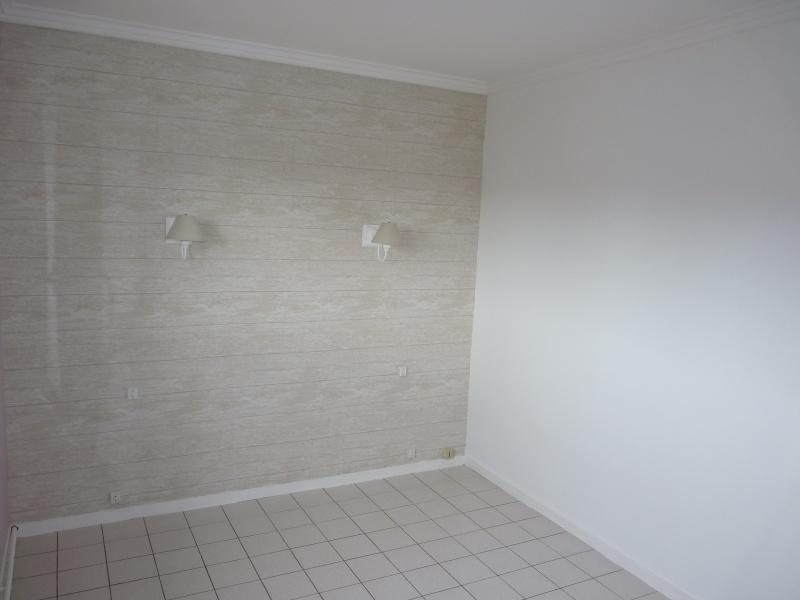 Conseil pour repeindre une chambre adulte P1080112