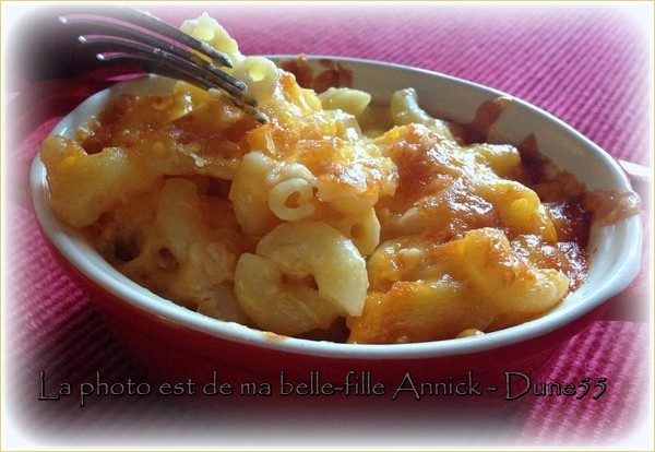 Macaronis gratinés au fromage (mac and cheese) Ywlq1111