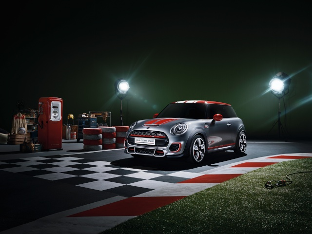 Setting its sights on pole position: The MINI John Cooper Works Concept P9014010