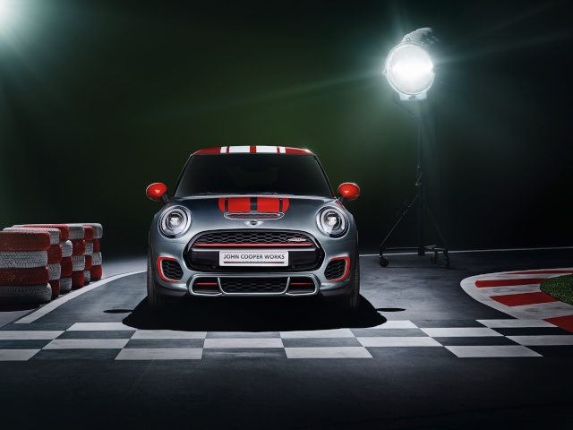 Setting its sights on pole position: The MINI John Cooper Works Concept P9014012