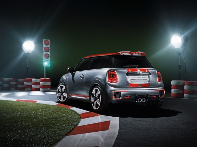 Setting its sights on pole position: The MINI John Cooper Works Concept P9014013
