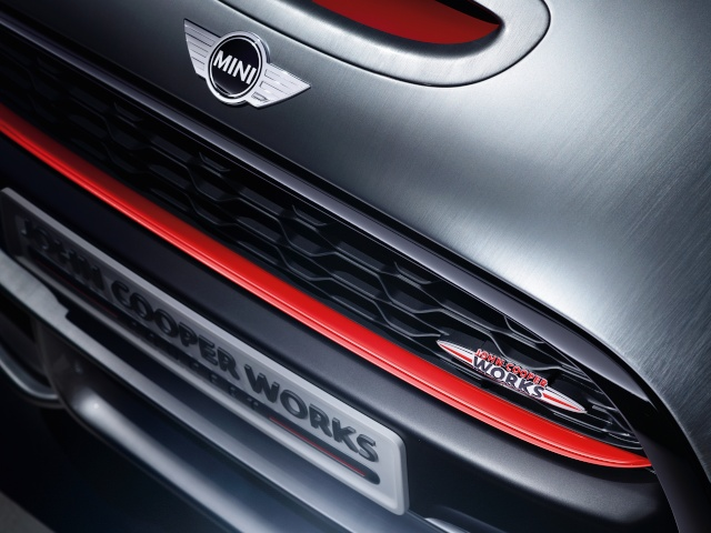 Setting its sights on pole position: The MINI John Cooper Works Concept P9014015