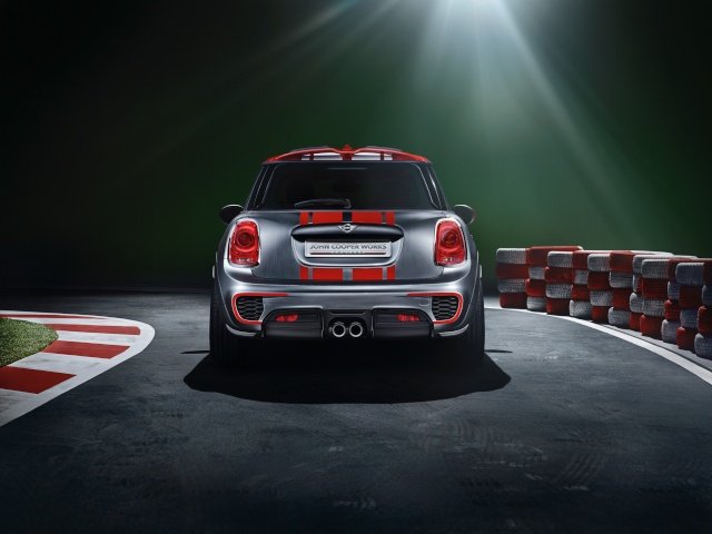 Setting its sights on pole position: The MINI John Cooper Works Concept P9014017