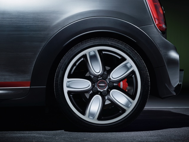 Setting its sights on pole position: The MINI John Cooper Works Concept P9014019