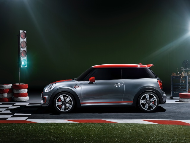 Setting its sights on pole position: The MINI John Cooper Works Concept P9014020
