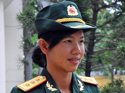 Nữ thượng úy trẻ nhất QĐND Việt Nam 13775710