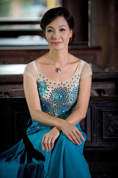 Những người nổi tiếng trong giới showbiz qua ngòi bút Lê Hoàng Le10