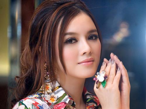Những người nổi tiếng trong giới showbiz qua ngòi bút Lê Hoàng Ly20nh10