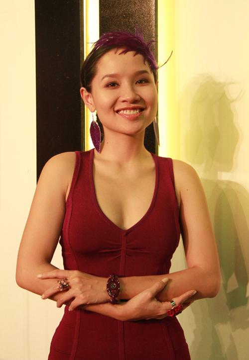 Những người nổi tiếng trong giới showbiz qua ngòi bút Lê Hoàng Mai-kh10