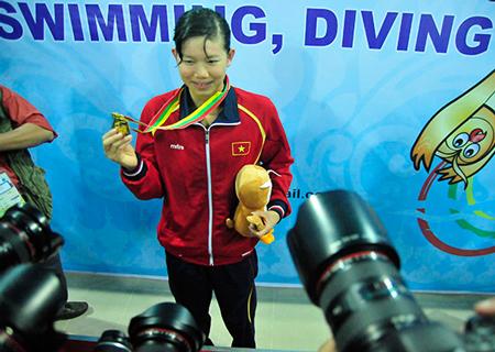 Nữ thượng úy trẻ nhất QĐND Việt Nam Ntav-d10