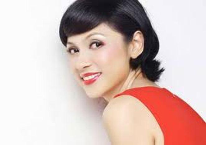 Những người nổi tiếng trong giới showbiz qua ngòi bút Lê Hoàng - Page 1 Viet-t10