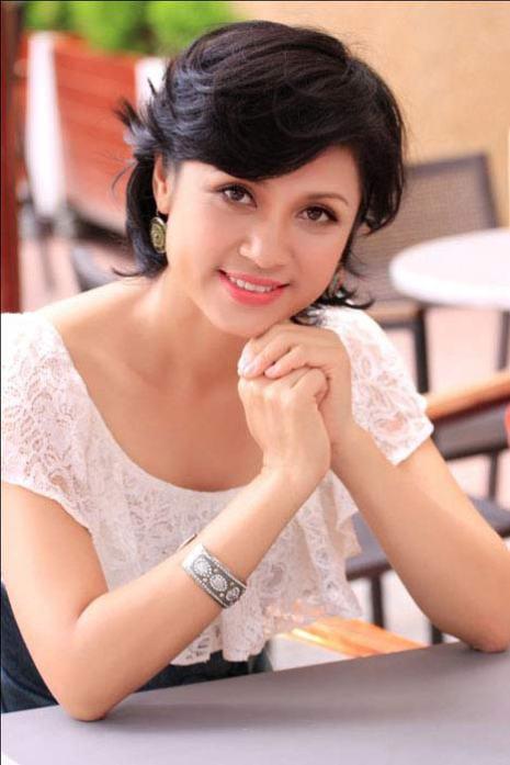 Những người nổi tiếng trong giới showbiz qua ngòi bút Lê Hoàng Viet-t11
