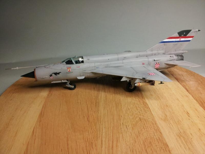 Mig-21 Bis (Fujimi + décals BALKAN MODELS BM-7205 + Ze-Ro DECALS 72003, 1/72) 20131124