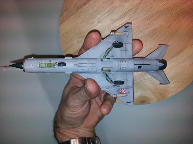 Mig-21 Bis (Fujimi + décals BALKAN MODELS BM-7205 + Ze-Ro DECALS 72003, 1/72) 20131128