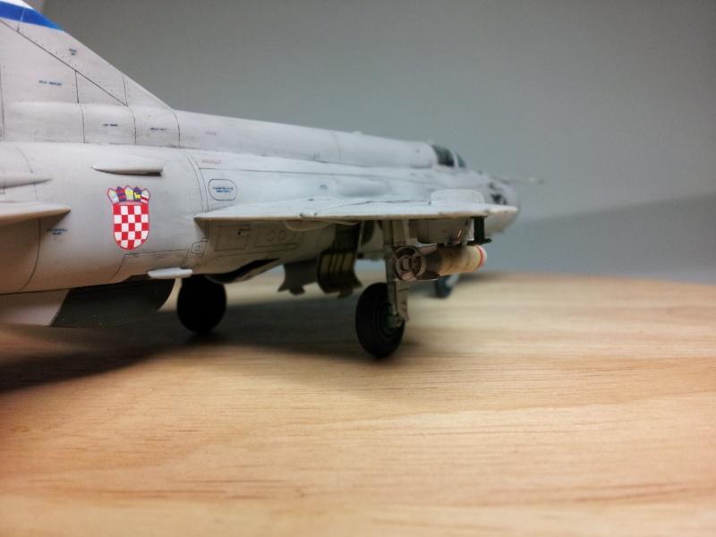 Mig-21 Bis (Fujimi + décals BALKAN MODELS BM-7205 + Ze-Ro DECALS 72003, 1/72) 20131130