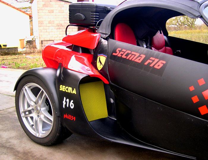 Les nouveaux stickers du Renard F16 sont arrivés - Page 2 Dscn3412