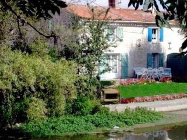 Location gîte de vacances bord de rivière Marais Poitevin, 85450 La-Taillée (Vendée) Latail10