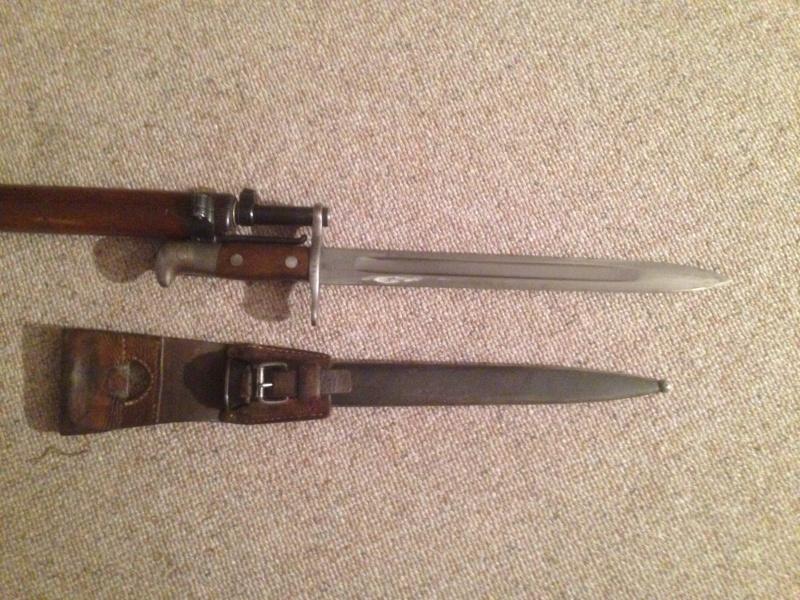 Quelques baïonnettes montées sur leurs armes Img_0637