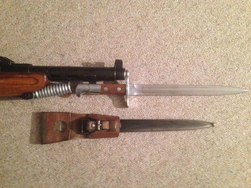 Quelques baïonnettes montées sur leurs armes Img_0639