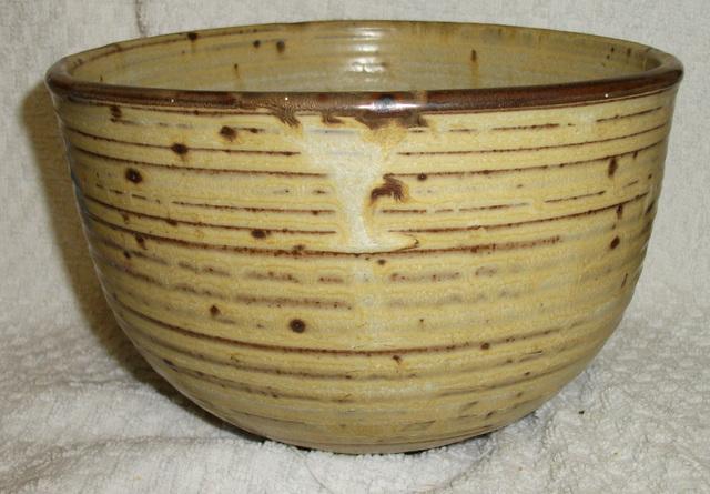 Pottery Bowl ID, il mark Dscf3313