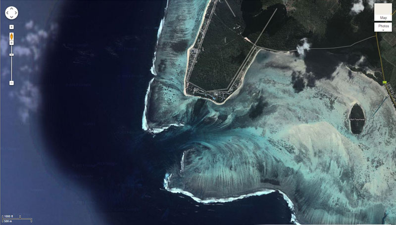 La chute d'eau qui s'enfonce dans les profondeurs de l'océan Chute_11