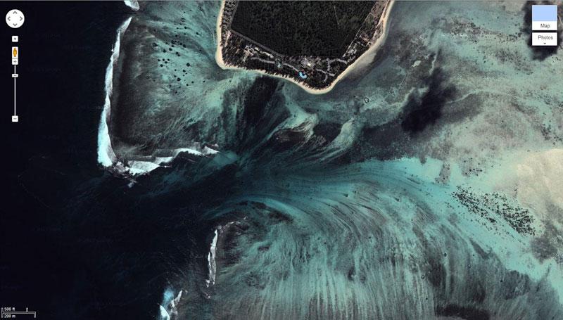 La chute d'eau qui s'enfonce dans les profondeurs de l'océan Chute_12