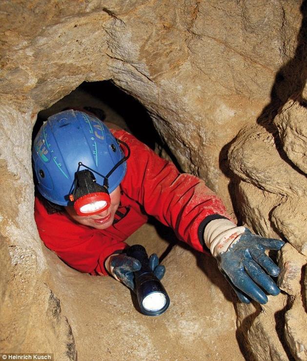 Curieux non ?Un réseau européen de tunnel de l'âge de pierre qui irait de Écosse à la Turquie ?  Entrae12