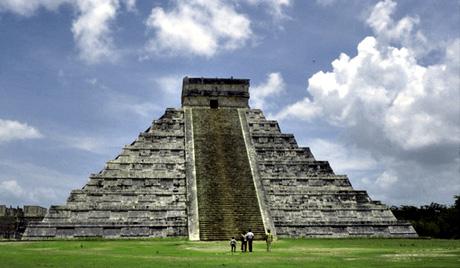 D'où vient le soudain réveil des pyramides ?  Pyrami10