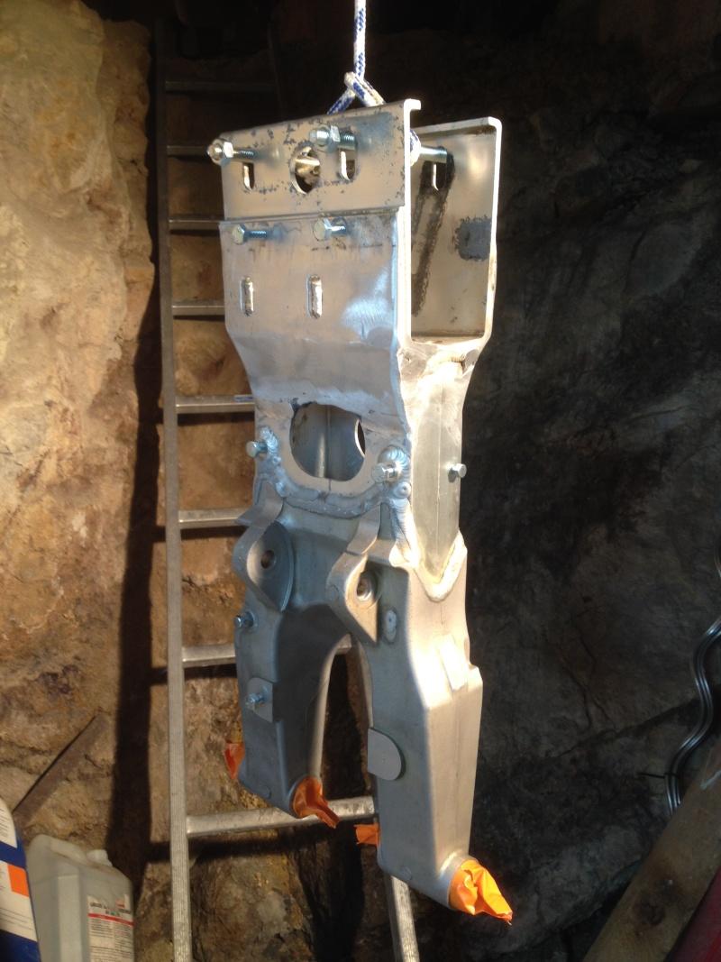 DEMONTAGE ROULEMENT ARRIERE SUR LTZ400 00112