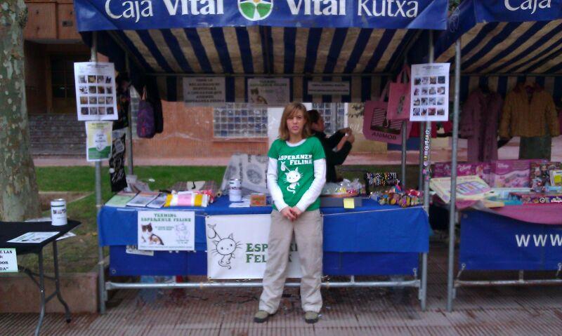 Esperanza Felina en el mercado del Barrio San Martin (Vitoria). 10 de Noviembre de 2013 - Página 3 02115