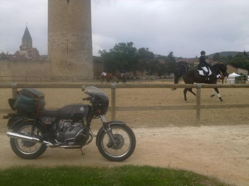 Photos de vous et de votre moto devant ....un château  - Page 3 17877310
