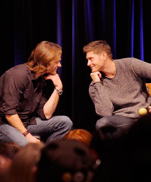 Photos de Jared et Jensen #4 - Page 2 68055710