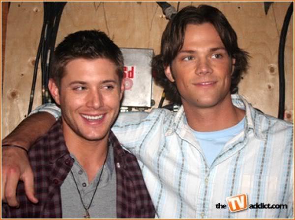 Photos de Jared et Jensen #4 - Page 2 Jensen17