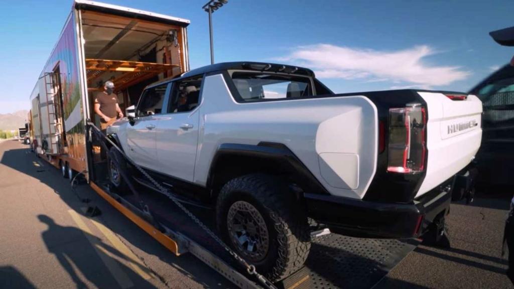 Voilà le nouveau Hummer est arrivé ; GM dévoile le Hummer EV en tant que `` premier supertruck au monde '' pour 112600 $ à partir de 2021 - Page 4 1fe76210