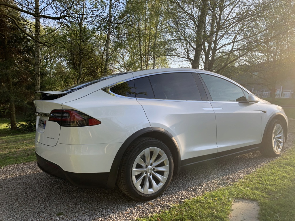 Tesla model X en mode Off Road  68242310