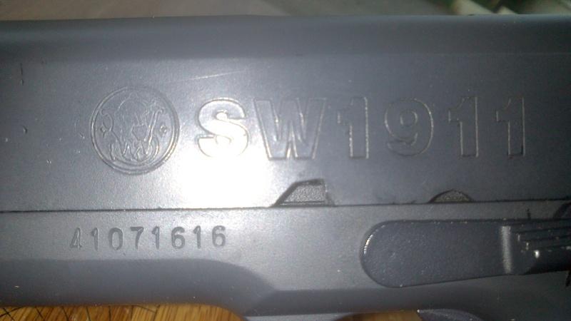 Besoin d'aide sur un smith and Wesson 1911 Dsc_0026