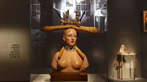 Le surréalisme, objets, poupées. Er10