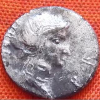 Les monnaies anonymes des guerres civiles 68/69 AD - Page 3 T_or_010