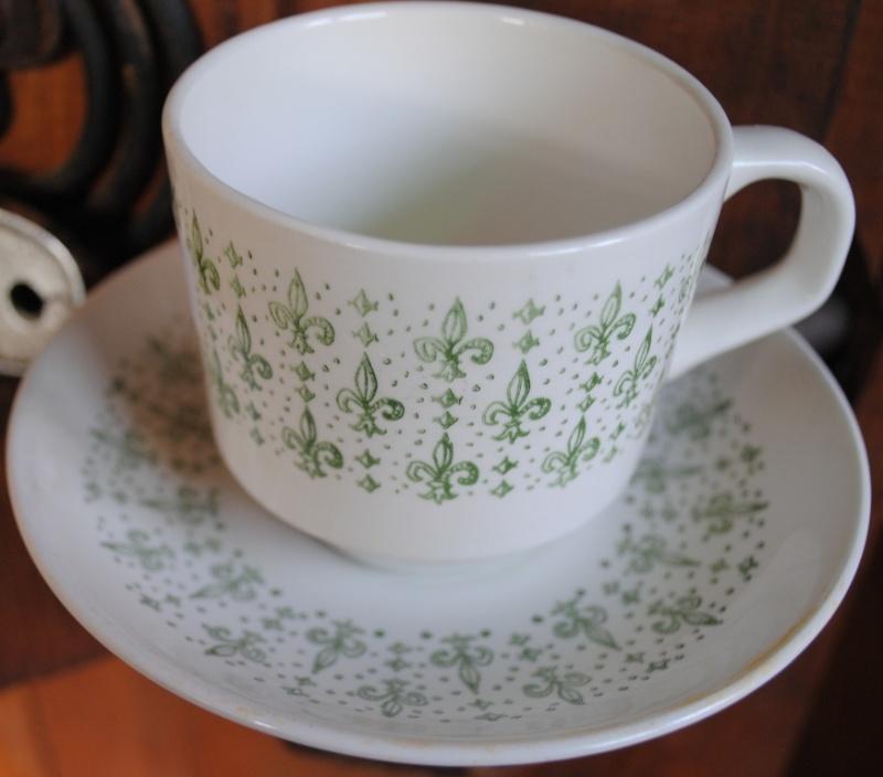 No Name Fleur-de-Lis pattern  Kelston cup and saucer 01710