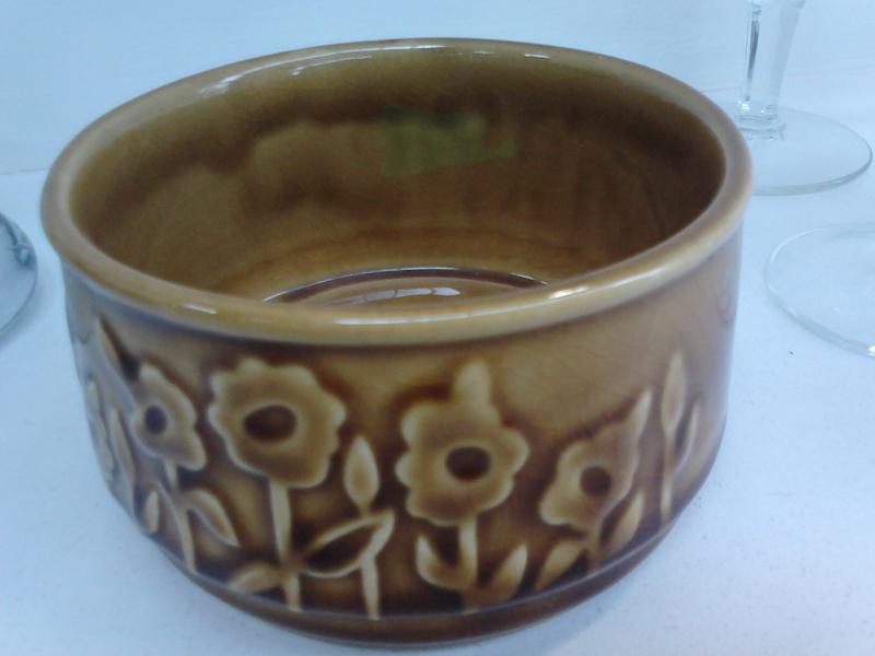 Sugar bowl? 1435 Titianware 01713