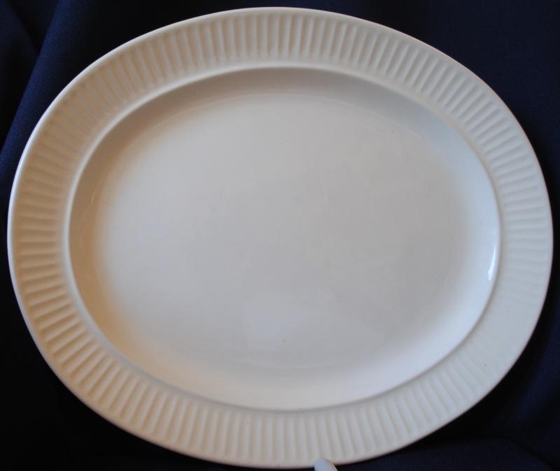 8014 - 13 inch ovalish fluted dish 8014_110
